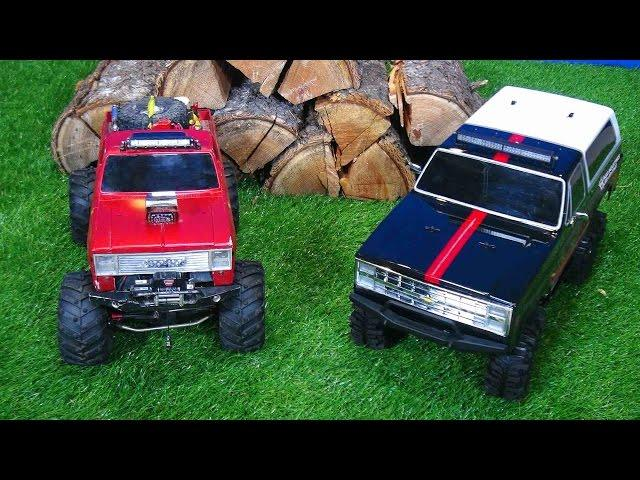 RC ADVENTURES - AXiAL BEAST vs Vaterra ASCENDER - Indoor Crawling with 4x4 Trail Trucks