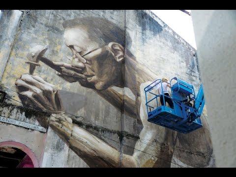 《敲钉老人》巨型壁画在吉隆坡戏院巷Julia Volchkova Mural at Lorong Panggung/ Petaling Street