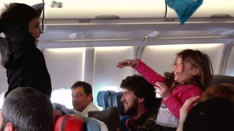 Bu Uçakta Neler Oluyor?