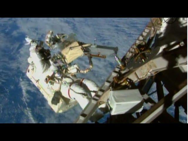 Angkasawan Amerika berlatih jalan di angkasa lepas