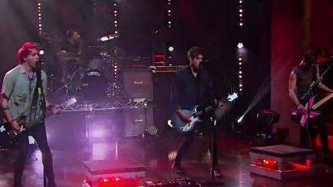 """5 Seconds of Summer Perform """"Hey Everybody"""" On Late Late Show!"""