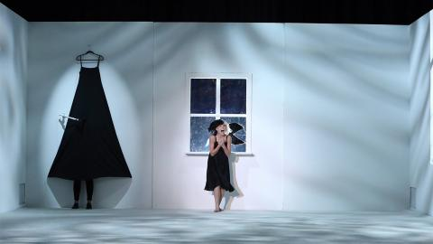 Sia Performs 'Alive'