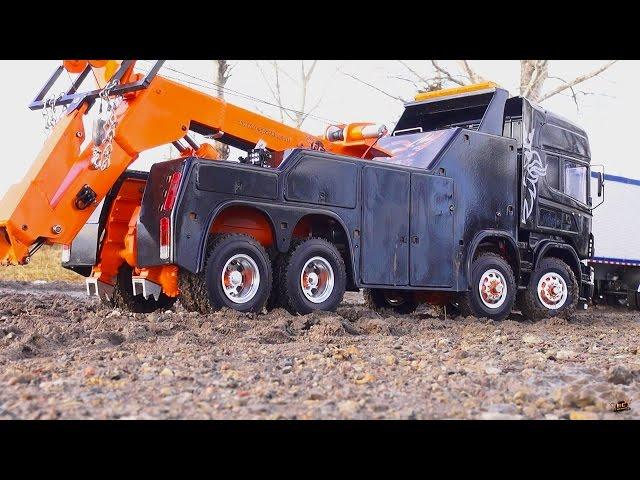 RC ADVENTURES - SCANiA R560 Wrecker 8x8 towing a KiNG HAULER Semi-trailer Truck